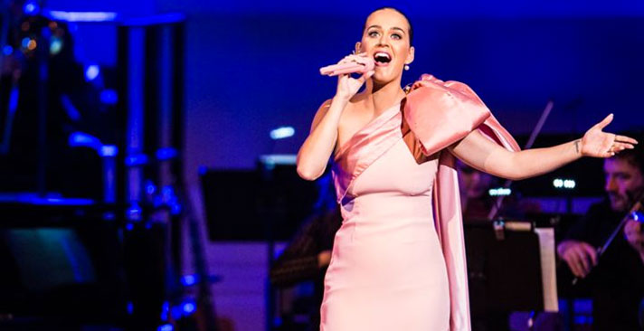 Katy Perry durant le gala 2015 de la Fondation David Lynch