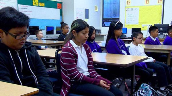 Photo collégiens Méditation Transcendantale dans les écoles de San Francisco