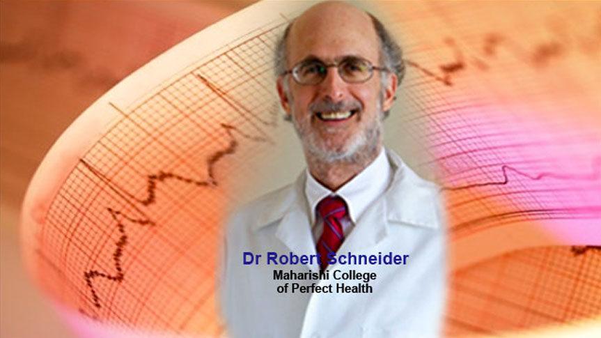 Photo du Dr Robert Schneider et graphique électrocardiogramme durant la Méditation Transcendantale